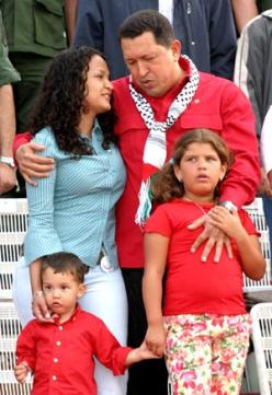 Chavez, su hija y sus nietos
