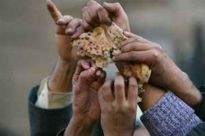 hands-grabbing-bread-egypt