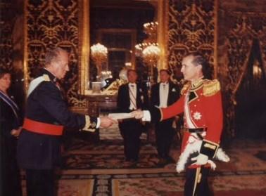 Embajador de la Orden Jean Marie Musy presenta las cartas credentiales al Re Juan Carlos de Espana