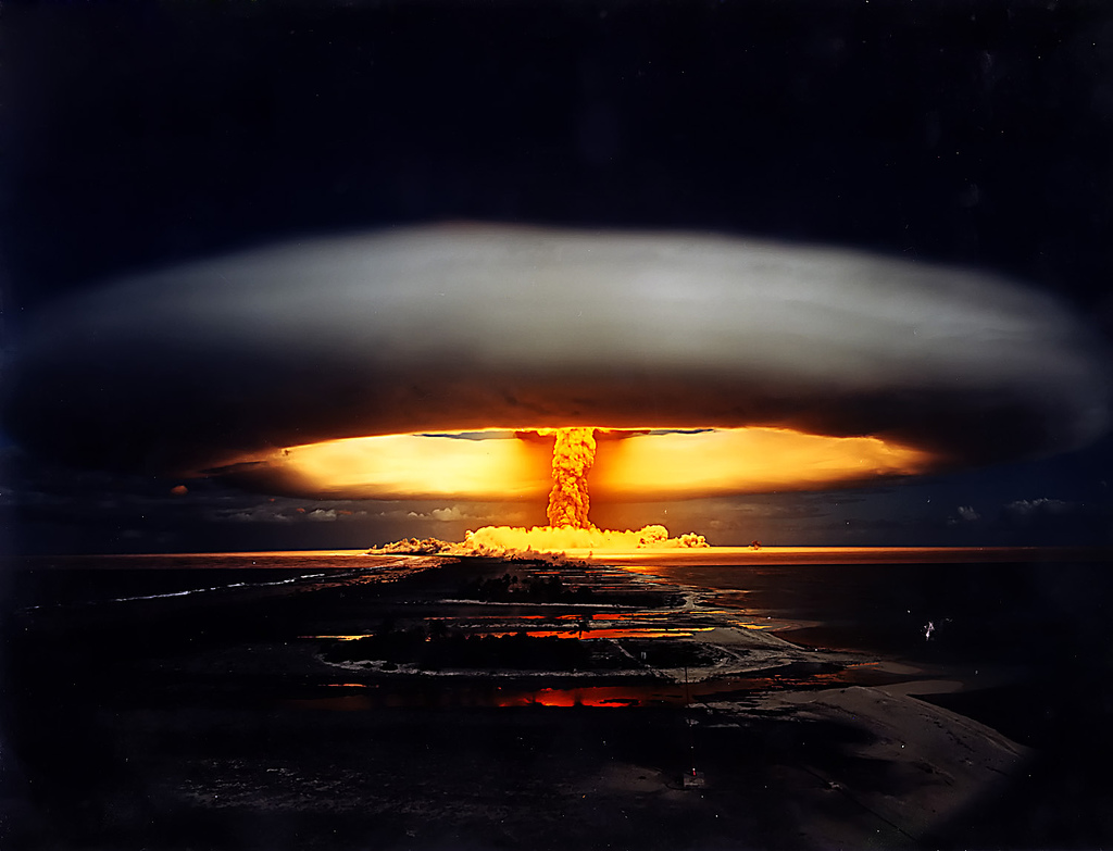 SACREDCAKE VS OTOMO Bomba-nuclear