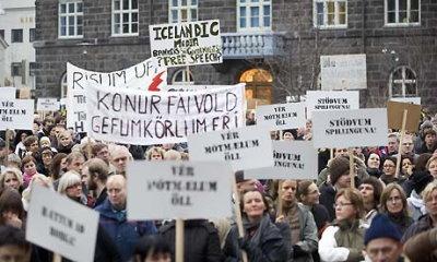 ISLANDIA: ¡¡¡ESTO SÍ ES REVOLUCIÓN!!!, PERO NADIE SE HA ENTERADO…  Islandia-manifestacion-2