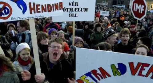 ISLANDIA: ¡¡¡ESTO SÍ ES REVOLUCIÓN!!!, PERO NADIE SE HA ENTERADO…  Islandia-manifestacion