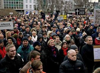 ISLANDIA: ¡¡¡ESTO SÍ ES REVOLUCIÓN!!!, PERO NADIE SE HA ENTERADO…  Islandiamanifestacion