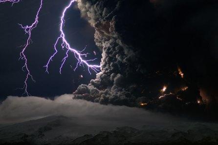 ISLANDIA: ¡¡¡ESTO SÍ ES REVOLUCIÓN!!!, PERO NADIE SE HA ENTERADO…  Volcan__islandia