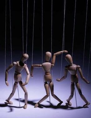 marionetas-humanas.jpg?w=293&h=378
