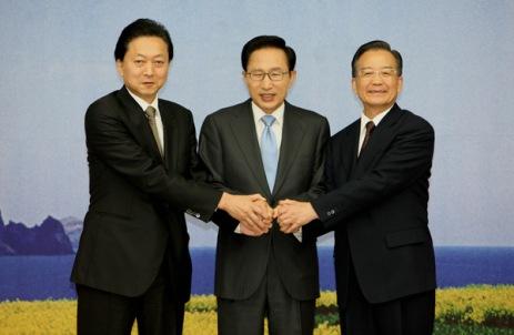 http://elproyectomatriz.files.wordpress.com/2011/03/cumbre-china-japon-corea.jpg?w=463&h=302