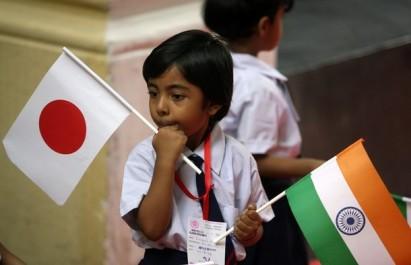 http://elproyectomatriz.files.wordpress.com/2011/03/india-japan-flags.jpg?w=411&h=271