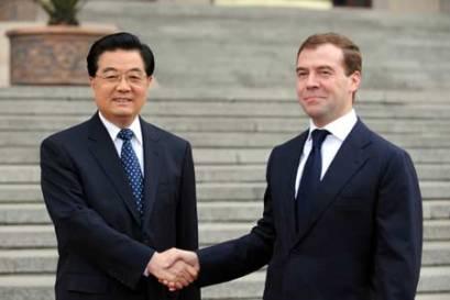 http://elproyectomatriz.files.wordpress.com/2011/03/vicecanciller-ruso-alexei-borodavkin-y-el-viceministro-de-exteriores-japonc3a9s-koro-bessho.jpg?w=409&h=273